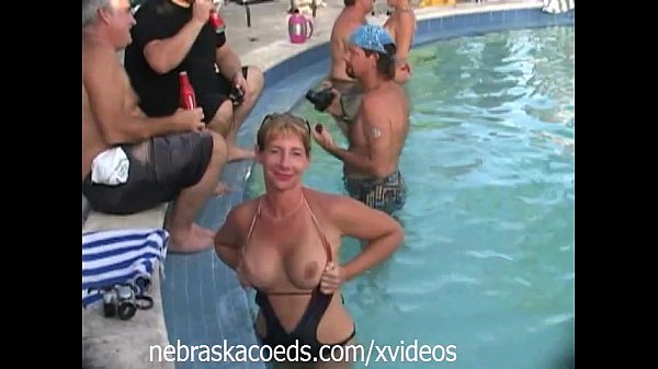 Amateur naked pool party