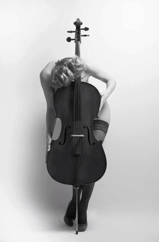 Nude photography in music